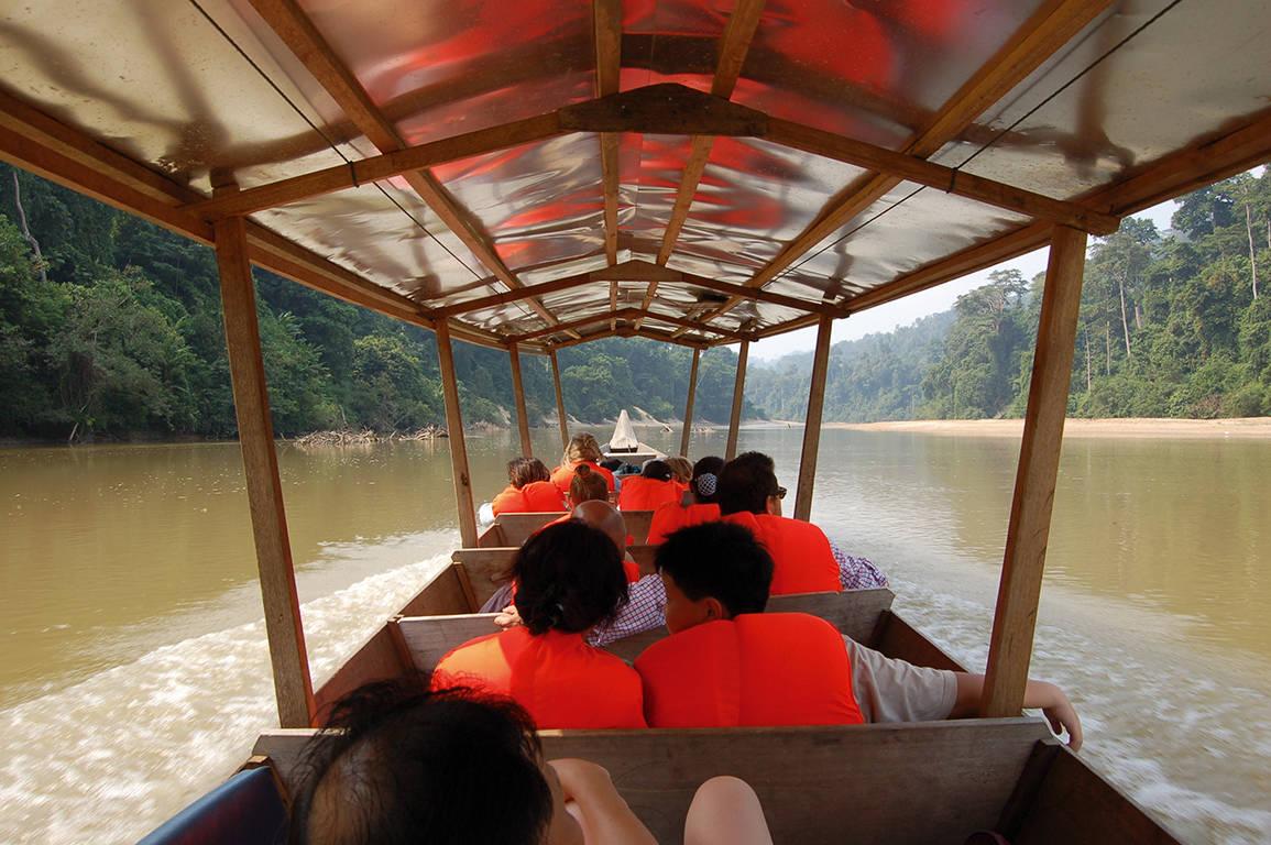 boot naar het resort in de Taman Negara